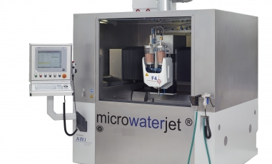 Micorwaterjet in Aarwangen schneidet auf Womajet, Produkten der Micromachining AG